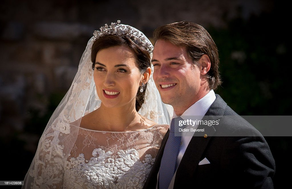 <a gi-track='captionPersonalityLinkClicked' href=/galleries/search?phrase=Princess+Claire+of+Luxembourg&family=editorial&specificpeople=9040476 ng-click='$event.stopPropagation()'>Princess Claire of Luxembourg</a> and <a gi-track='captionPersonalityLinkClicked' href=/galleries/search?phrase=Prince+Felix+of+Luxembourg&family=editorial&specificpeople=6881094 ng-click='$event.stopPropagation()'>Prince Felix of Luxembourg</a> depart their wedding ceremony at Basilique Sainte Marie-Madeleine on September 21, 2013 in Saint-Maximin-La-Sainte-Baume, France.
