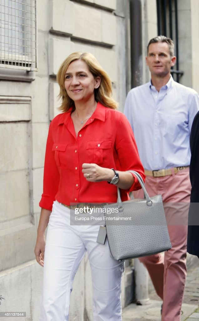 <a gi-track='captionPersonalityLinkClicked' href=/galleries/search?phrase=Princess+Cristina+of+Spain&family=editorial&specificpeople=160232 ng-click='$event.stopPropagation()'>Princess Cristina of Spain</a> and her husband <a gi-track='captionPersonalityLinkClicked' href=/galleries/search?phrase=Inaki+Urdangarin&family=editorial&specificpeople=159330 ng-click='$event.stopPropagation()'>Inaki Urdangarin</a> are seen on June 23, 2014 in Geneva, Switzerland.