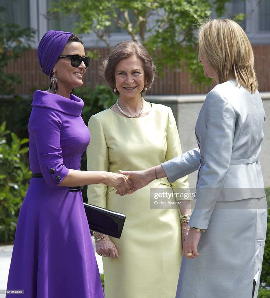 <a gi-track='captionPersonalityLinkClicked' href=/galleries/search?phrase=Princess+Cristina+of+Spain&family=editorial&specificpeople=160232 ng-click='$event.stopPropagation()'>Princess Cristina of Spain</a> (R) and <a gi-track='captionPersonalityLinkClicked' href=/galleries/search?phrase=Queen+Sofia+of+Spain&family=editorial&specificpeople=160333 ng-click='$event.stopPropagation()'>Queen Sofia of Spain</a> (C) receive Sheikha Moza Bint Nasser Al-Missned (L) for Lunch at El Pardo Palace on April 25, 2011 in Madrid, Spain. The Emir of the State of Qatar Sheikh Hamad Bin Khalifa Al-Thani and his wife Sheikha Moza Bint Nasser Al-Missned are on an official visit to Spain.