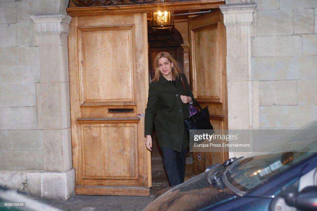 CRISTINA Y SU ESPOSO: Últimas Noticias - Página 3 Princess-cristina-of-spain-is-seen-leaving-home-to-go-to-work-on-20-picture-id643078346