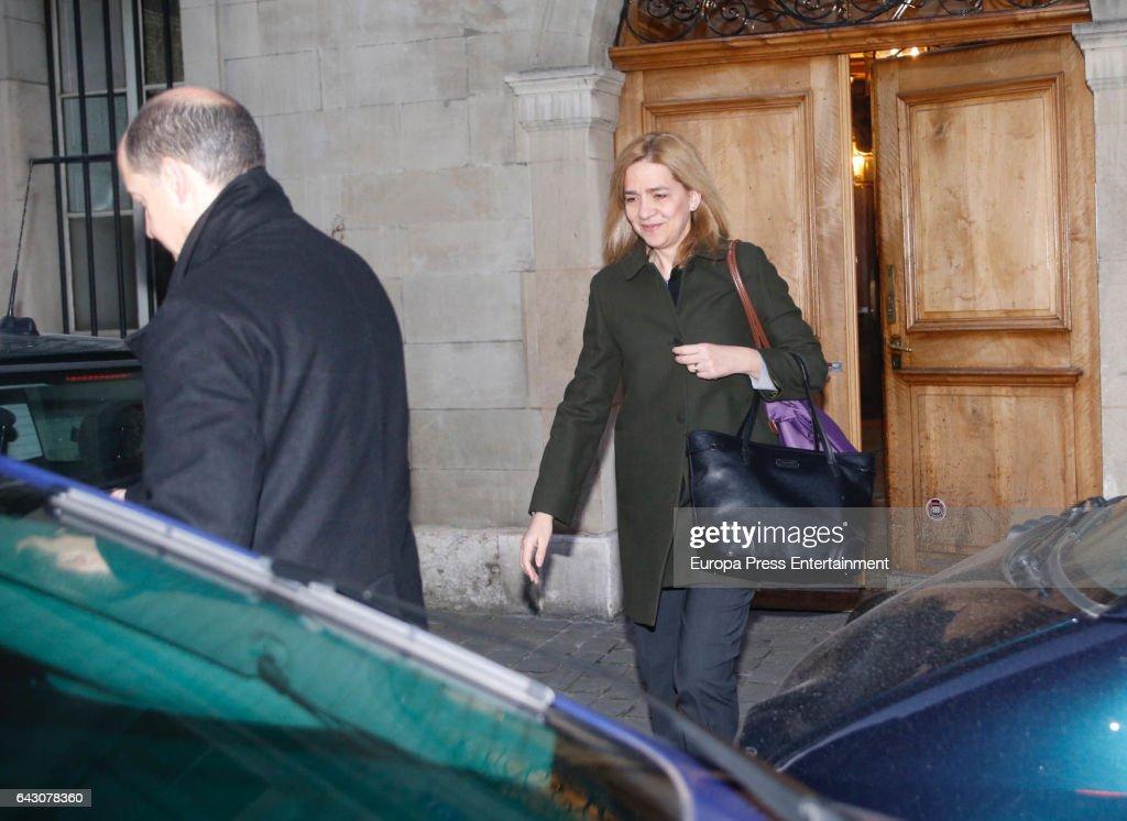CRISTINA Y SU ESPOSO: Últimas Noticias - Página 3 Princess-cristina-of-spain-is-seen-leaving-home-to-go-to-work-on-20-picture-id643078360