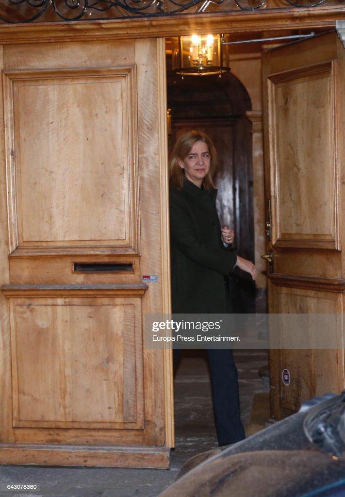 CRISTINA Y SU ESPOSO: Últimas Noticias - Página 3 Princess-cristina-of-spain-is-seen-leaving-home-to-go-to-work-on-20-picture-id643078380