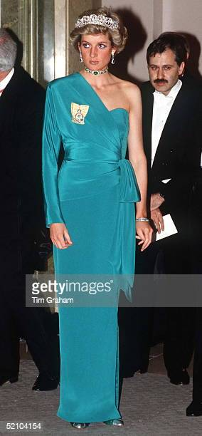 Princess Diana At A Banquet At Claridges Hosted By The President Of Turkey At The End Of His State Visit She Is Wearing The Spencer Tiara And An...
