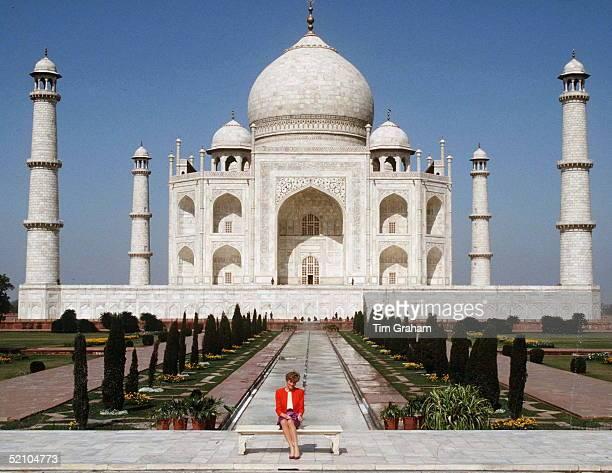 Princess Diana At The Taj Mahal India