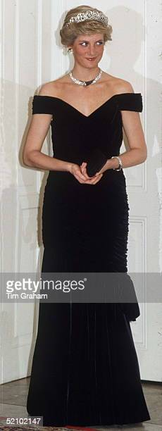 Princess Diana Attending A Banquet In Bonn Germany She Is Wearing The Spencer Tiara Necklace And Earrings Presented To Her As A Gift By The Sultan Of...