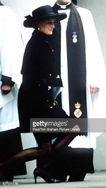 Princess Diana Curtsying To The Queen At The Funeral Of Her Father Earl Spencer