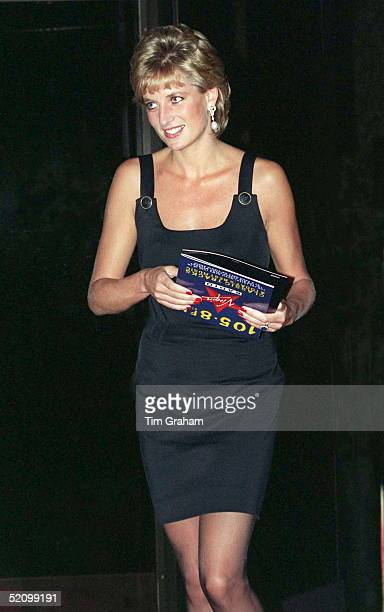 Princess Diana Holding The Film Programme As She Leaves The Preview Of The Film 'apollo 13' In London