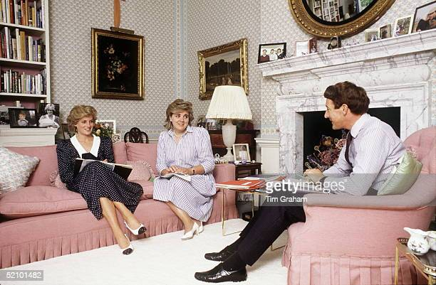 Princess Diana In Her Sitting Room At Kensington Palace Having A Planning Meeting About Forthcoming Engagements With Her Equerry Richard Aylard And...
