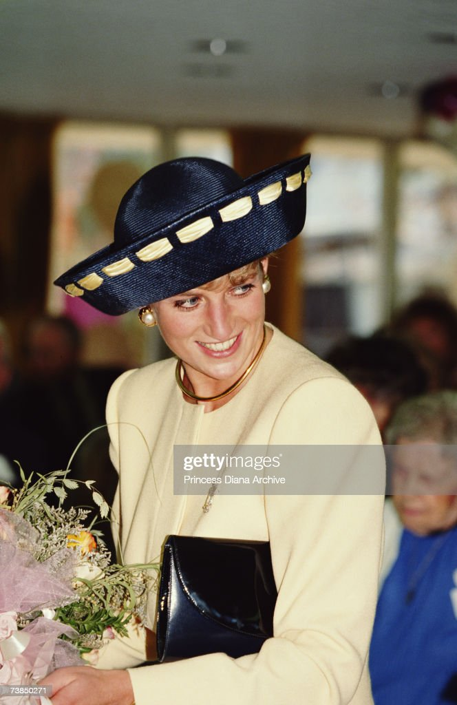 <a gi-track='captionPersonalityLinkClicked' href=/galleries/search?phrase=Princess+Diana&family=editorial&specificpeople=167066 ng-click='$event.stopPropagation()'>Princess Diana</a> (1961 - 1997) visits the Rideaucrest Old Folks Home in Kingston, Canada, 28th October 1991.