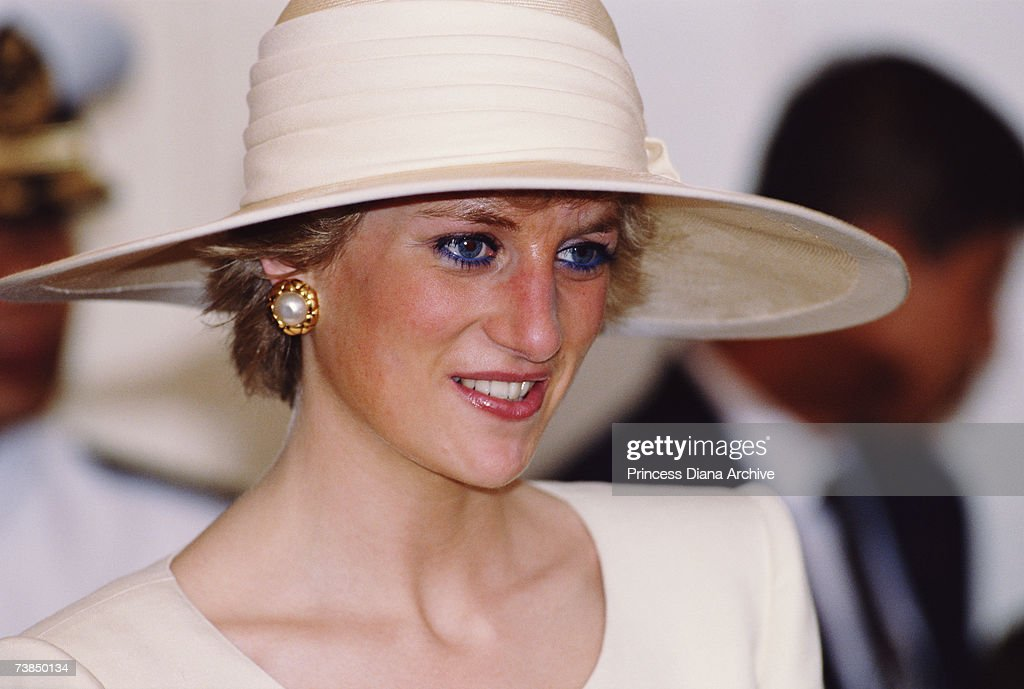 <a gi-track='captionPersonalityLinkClicked' href=/galleries/search?phrase=Princess+Diana&family=editorial&specificpeople=167066 ng-click='$event.stopPropagation()'>Princess Diana</a> (1961 - 1997), wearing a hat by Philip Somerville, at the Presidential Palace in Jakarta, November 1989.