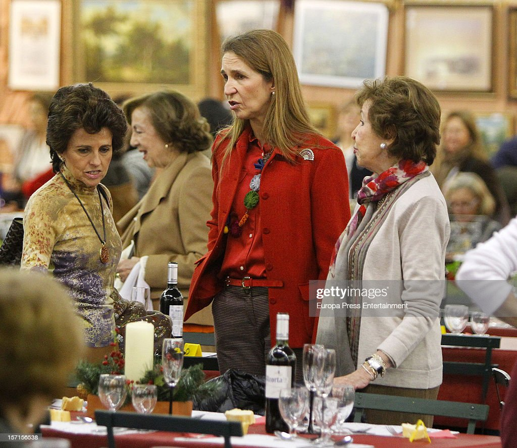 <a gi-track='captionPersonalityLinkClicked' href=/galleries/search?phrase=Princess+Elena+of+Spain&family=editorial&specificpeople=160235 ng-click='$event.stopPropagation()'>Princess Elena of Spain</a> (C) attends Rastrillo 'Nuevo Futuro' at Pipa paviliono on November 26, 2012 in Madrid, Spain.