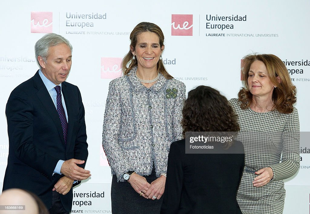 <a gi-track='captionPersonalityLinkClicked' href=/galleries/search?phrase=Princess+Elena+of+Spain&family=editorial&specificpeople=160235 ng-click='$event.stopPropagation()'>Princess Elena of Spain</a> (C) delivers the 'V Premios Jovenes Emprendedores Sociales' of the Universidad Europea de Madrid at The Hub Madrid on March 14, 2013 in Madrid, Spain.