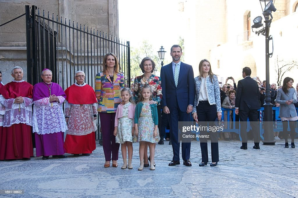 <a gi-track='captionPersonalityLinkClicked' href=/galleries/search?phrase=Princess+Elena+of+Spain&family=editorial&specificpeople=160235 ng-click='$event.stopPropagation()'>Princess Elena of Spain</a>, Princess Sofia of Spain, Princess <a gi-track='captionPersonalityLinkClicked' href=/galleries/search?phrase=Leonor+-+Princess+of+Asturias&family=editorial&specificpeople=6328965 ng-click='$event.stopPropagation()'>Leonor</a> of Spain, <a gi-track='captionPersonalityLinkClicked' href=/galleries/search?phrase=Queen+Sofia+of+Spain&family=editorial&specificpeople=160333 ng-click='$event.stopPropagation()'>Queen Sofia of Spain</a>, Prince Felipe of Spain and Princess <a gi-track='captionPersonalityLinkClicked' href=/galleries/search?phrase=Letizia+of+Spain&family=editorial&specificpeople=158373 ng-click='$event.stopPropagation()'>Letizia of Spain</a> attend Easter Mass at the Cathedral of Palma de Mallorca on March 31, 2013 in Palma de Mallorca, Spain.