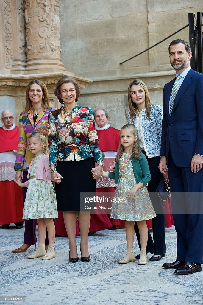 <a gi-track='captionPersonalityLinkClicked' href=/galleries/search?phrase=Princess+Elena+of+Spain&family=editorial&specificpeople=160235 ng-click='$event.stopPropagation()'>Princess Elena of Spain</a>, Princess Sofia of Spain, <a gi-track='captionPersonalityLinkClicked' href=/galleries/search?phrase=Queen+Sofia+of+Spain&family=editorial&specificpeople=160333 ng-click='$event.stopPropagation()'>Queen Sofia of Spain</a>, Princess <a gi-track='captionPersonalityLinkClicked' href=/galleries/search?phrase=Leonor+-+Princess+of+Asturias&family=editorial&specificpeople=6328965 ng-click='$event.stopPropagation()'>Leonor</a> of Spain, Princess <a gi-track='captionPersonalityLinkClicked' href=/galleries/search?phrase=Letizia+of+Spain&family=editorial&specificpeople=158373 ng-click='$event.stopPropagation()'>Letizia of Spain</a> and Prince Felipe of Spain attend Easter Mass at the Cathedral of Palma de Mallorca on March 31, 2013 in Palma de Mallorca, Spain.