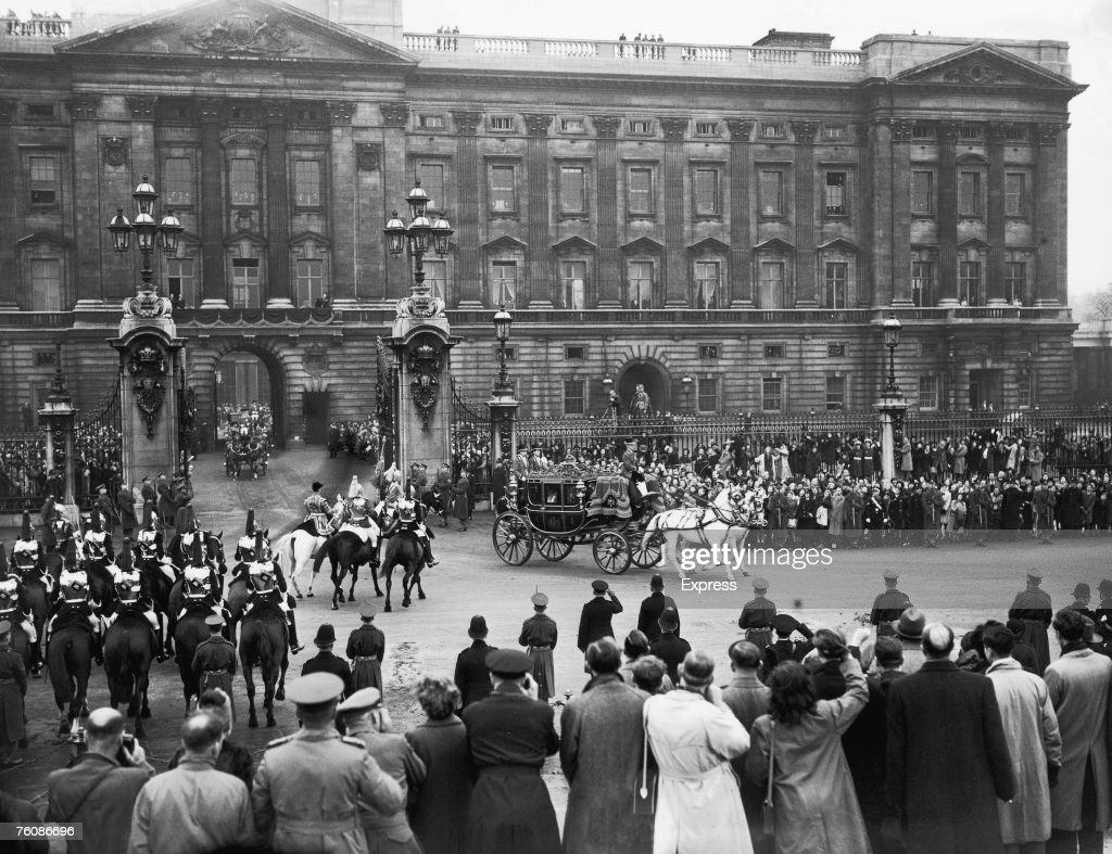 Princess Elizabeth (later Queen Elizabeth II) and her husband the Duke of Edinburgh leave Buckingham Palace on their wedding day, 20th November 1947.
