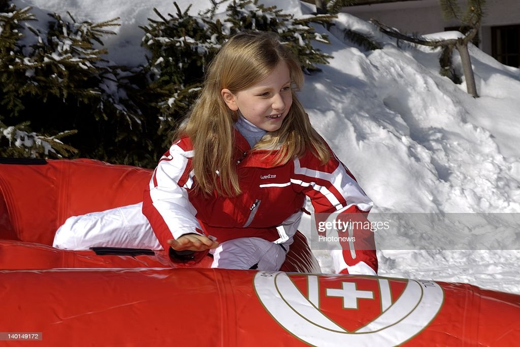VERBIER , SWITZERLAND - FEBRUARY 22, 2012: Princess Elizabeth play on the ski slopes during the Royal Family Skiing Holiday on February 22,2012 in Verbier,Switzerland.