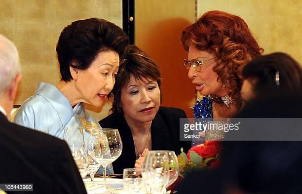Princess Hitachi and Italian actress Sophia Loren speak during the cocktail reception of the 22th Praemium Imperiale Awards Ceremony at Meiji...