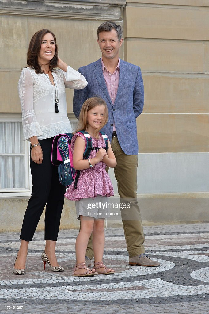 <a gi-track='captionPersonalityLinkClicked' href=/galleries/search?phrase=Princess+Isabella+of+Denmark&family=editorial&specificpeople=4380393 ng-click='$event.stopPropagation()'>Princess Isabella of Denmark</a> departs Amalienborg Palace escorted by her parents <a gi-track='captionPersonalityLinkClicked' href=/galleries/search?phrase=Prince+Frederik+of+Denmark&family=editorial&specificpeople=171286 ng-click='$event.stopPropagation()'>Prince Frederik of Denmark</a> and Princess Mary of Denmark for her first day at Tranegard school on August 13, 2013 in Copenhagen, Denmark.