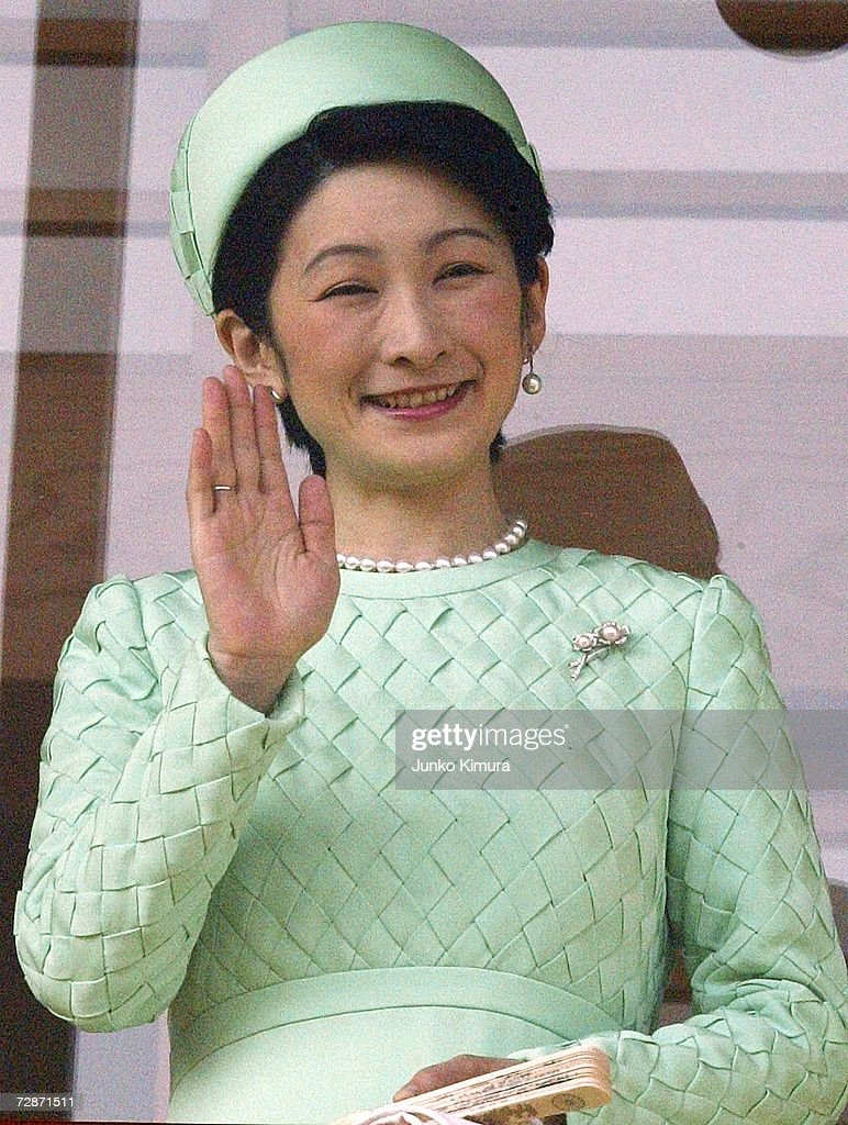 Princess Kiko greets the well-wishers gathered to celebrate Emperor Akihito's birthday at the Imperial Palace December 23, 2006 in Tokyo, Japan. The Emperor turned 73.