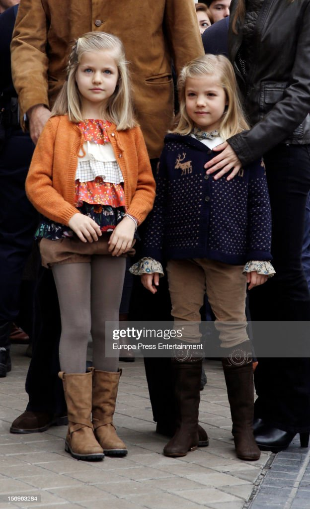 Princess <a gi-track='captionPersonalityLinkClicked' href=/galleries/search?phrase=Leonor+-+Princess+of+Asturias&family=editorial&specificpeople=6328965 ng-click='$event.stopPropagation()'>Leonor</a> (L) and Princess Sofia visit King Juan Carlos of Spain on November 25, 2012 in Madrid, Spain. King Juan Carlos of Spain underwent an operation on his left hip.