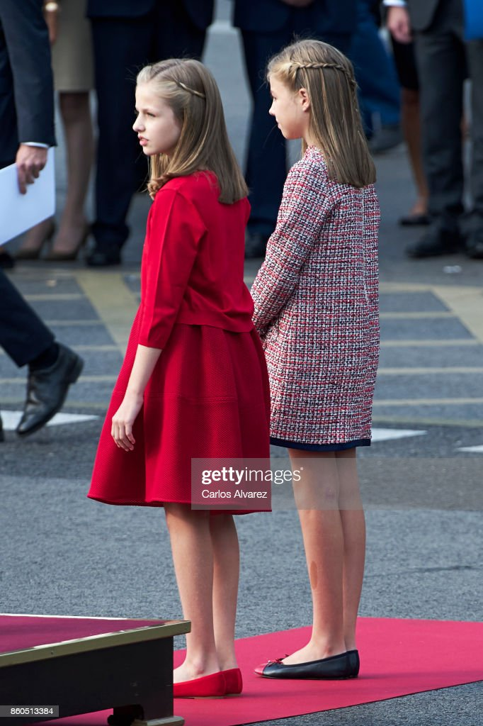 princess-leonor-of-spain-and-princess-sofia-of-spain-attend-the-day-picture-id860513384