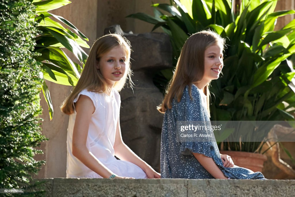 Princess Leonor of Spain (L) and Princess Sofia of Spain (R) pose for the photographers during the summer photocall at the Marivent Palace on July 31, 2017 in Palma de Mallorca, Spain.