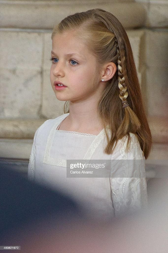 Princess <a gi-track='captionPersonalityLinkClicked' href=/galleries/search?phrase=Leonor+-+Princess+of+Asturias&family=editorial&specificpeople=6328965 ng-click='$event.stopPropagation()'>Leonor</a> of Spain attends the official abdication ceremony at the Royal Palace on June 18, 2014 in Madrid, Spain.