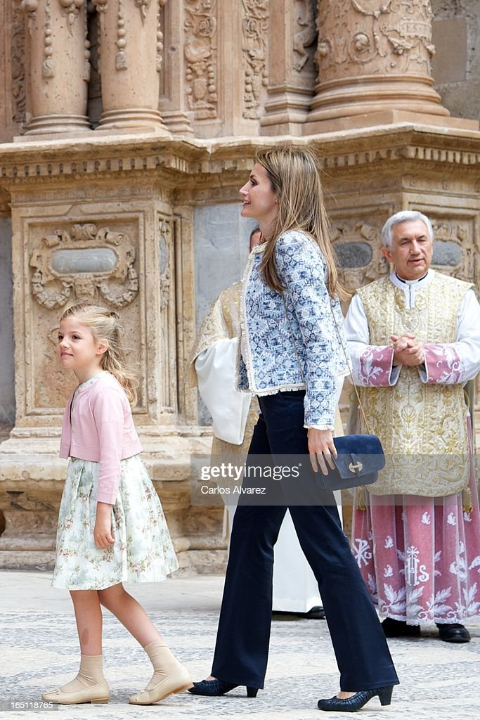 Princess <a gi-track='captionPersonalityLinkClicked' href=/galleries/search?phrase=Letizia+of+Spain&family=editorial&specificpeople=158373 ng-click='$event.stopPropagation()'>Letizia of Spain</a> and her daugther Princess <a gi-track='captionPersonalityLinkClicked' href=/galleries/search?phrase=Leonor+-+Princess+of+Asturias&family=editorial&specificpeople=6328965 ng-click='$event.stopPropagation()'>Leonor</a> of Spain attend Easter Mass at the Cathedral of Palma de Mallorca on March 31, 2013 in Palma de Mallorca, Spain.