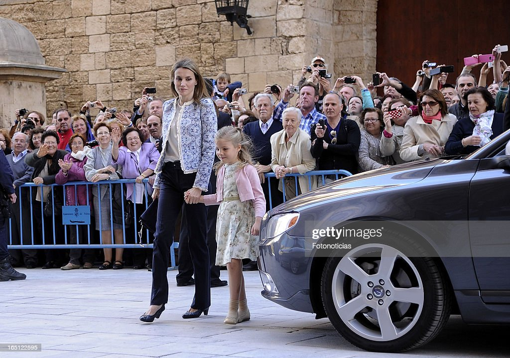 Princess <a gi-track='captionPersonalityLinkClicked' href=/galleries/search?phrase=Letizia+of+Spain&family=editorial&specificpeople=158373 ng-click='$event.stopPropagation()'>Letizia of Spain</a> and Princess Sofia of Spain attend Easter Mass at The Cathedral of Palma de Mallorca on March 31, 2013 in Palma de Mallorca, Spain.