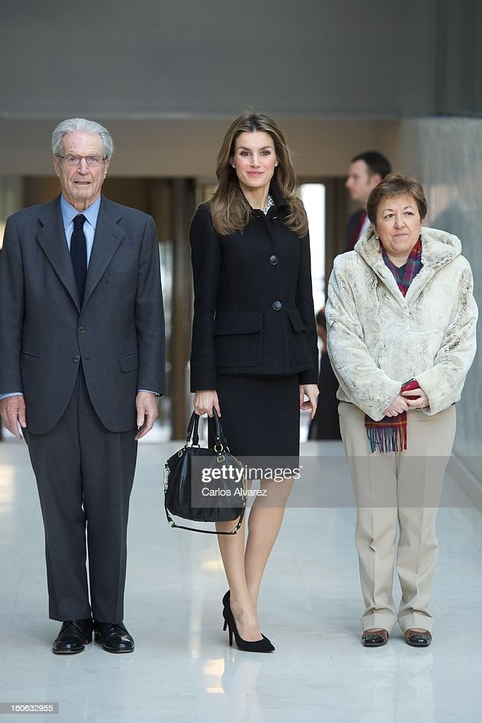 Princess <a gi-track='captionPersonalityLinkClicked' href=/galleries/search?phrase=Letizia+of+Spain&family=editorial&specificpeople=158373 ng-click='$event.stopPropagation()'>Letizia of Spain</a> (C) arrives to Forum against Cancer on February 4, 2013 in Madrid, Spain.