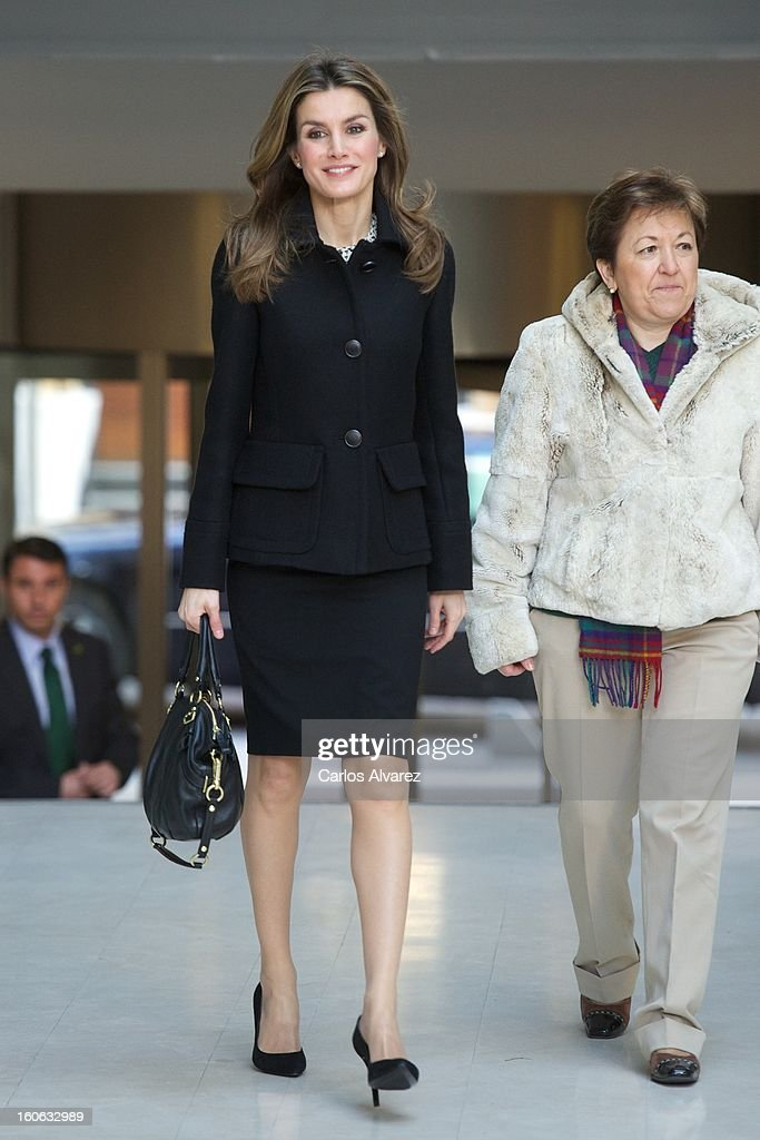 Princess <a gi-track='captionPersonalityLinkClicked' href=/galleries/search?phrase=Letizia+of+Spain&family=editorial&specificpeople=158373 ng-click='$event.stopPropagation()'>Letizia of Spain</a> (L) arrives to Forum against Cancer on February 4, 2013 in Madrid, Spain.
