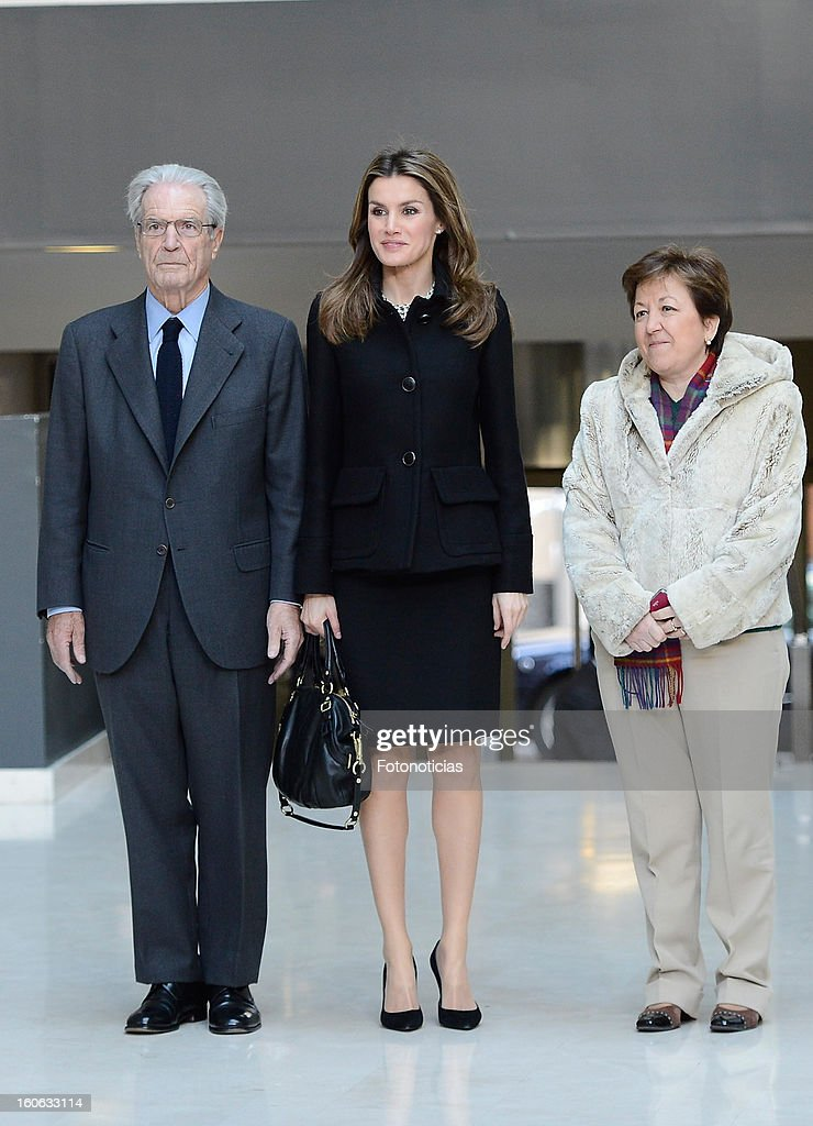 Princess <a gi-track='captionPersonalityLinkClicked' href=/galleries/search?phrase=Letizia+of+Spain&family=editorial&specificpeople=158373 ng-click='$event.stopPropagation()'>Letizia of Spain</a> (C) arrives to the Forum Against Cancer organized by the AECC on February 4, 2013 in Madrid, Spain.