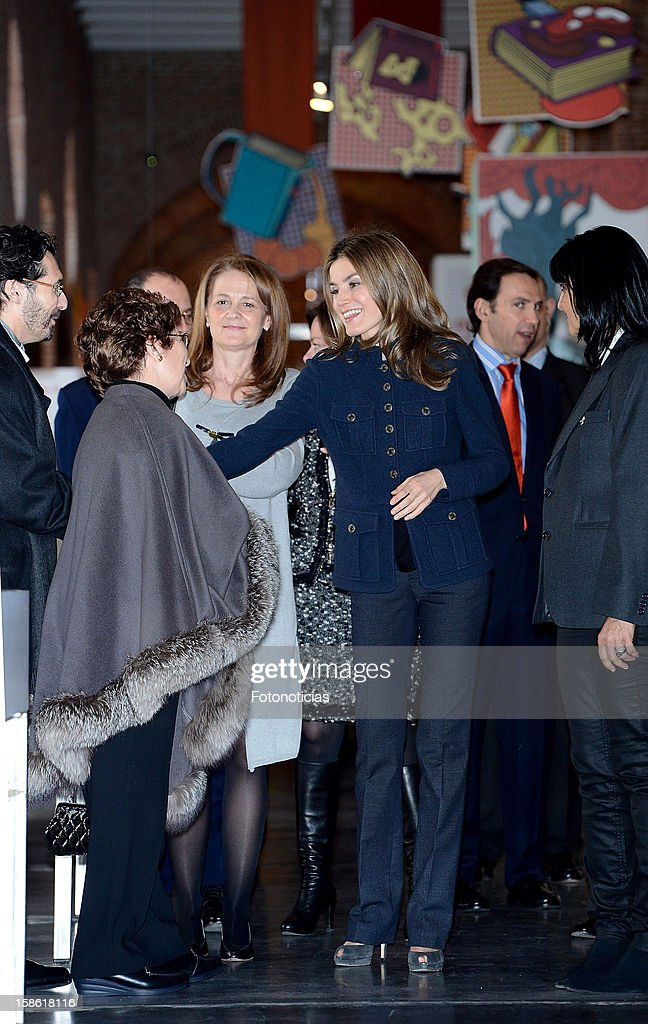 Princess <a gi-track='captionPersonalityLinkClicked' href=/galleries/search?phrase=Letizia+of+Spain&family=editorial&specificpeople=158373 ng-click='$event.stopPropagation()'>Letizia of Spain</a> (C) attends 'A Que Sabe Este Libro' exhibition at Cuartel Conde Duque on December 21, 2012 in Madrid, Spain.
