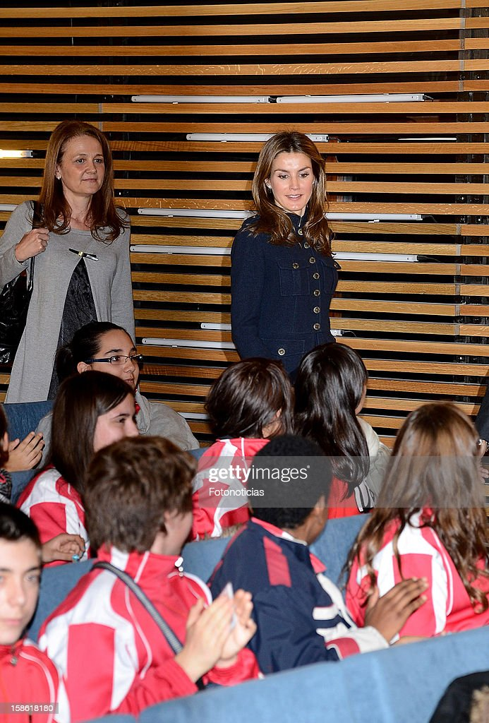 Princess <a gi-track='captionPersonalityLinkClicked' href=/galleries/search?phrase=Letizia+of+Spain&family=editorial&specificpeople=158373 ng-click='$event.stopPropagation()'>Letizia of Spain</a> (R) attends 'A Que Sabe Este Libro' exhibition at Cuartel Conde Duque on December 21, 2012 in Madrid, Spain.