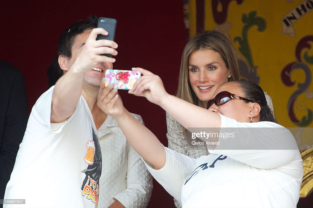 Princess Letizia of Spain (C) attends Red Cross Fundraising Day 2012 on October 10, 2012 in Madrid, Spain.