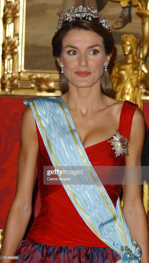 Princess Letizia of Spain attends Royal Gala Dinner honouring Letonia's President Vaira Vike-Freiberga at the Royal Palace on October 18, 2004 in Madrid, Spain.
