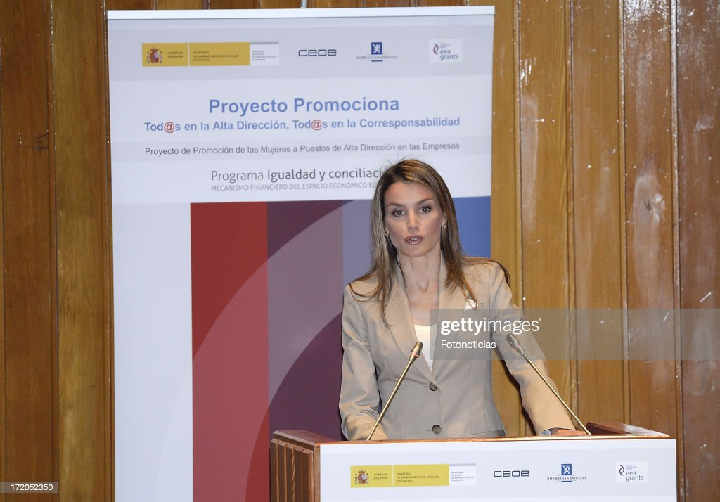 princess-letizia-of-spain-attends-the-presentation-of-proyecto-at-picture-id172052350