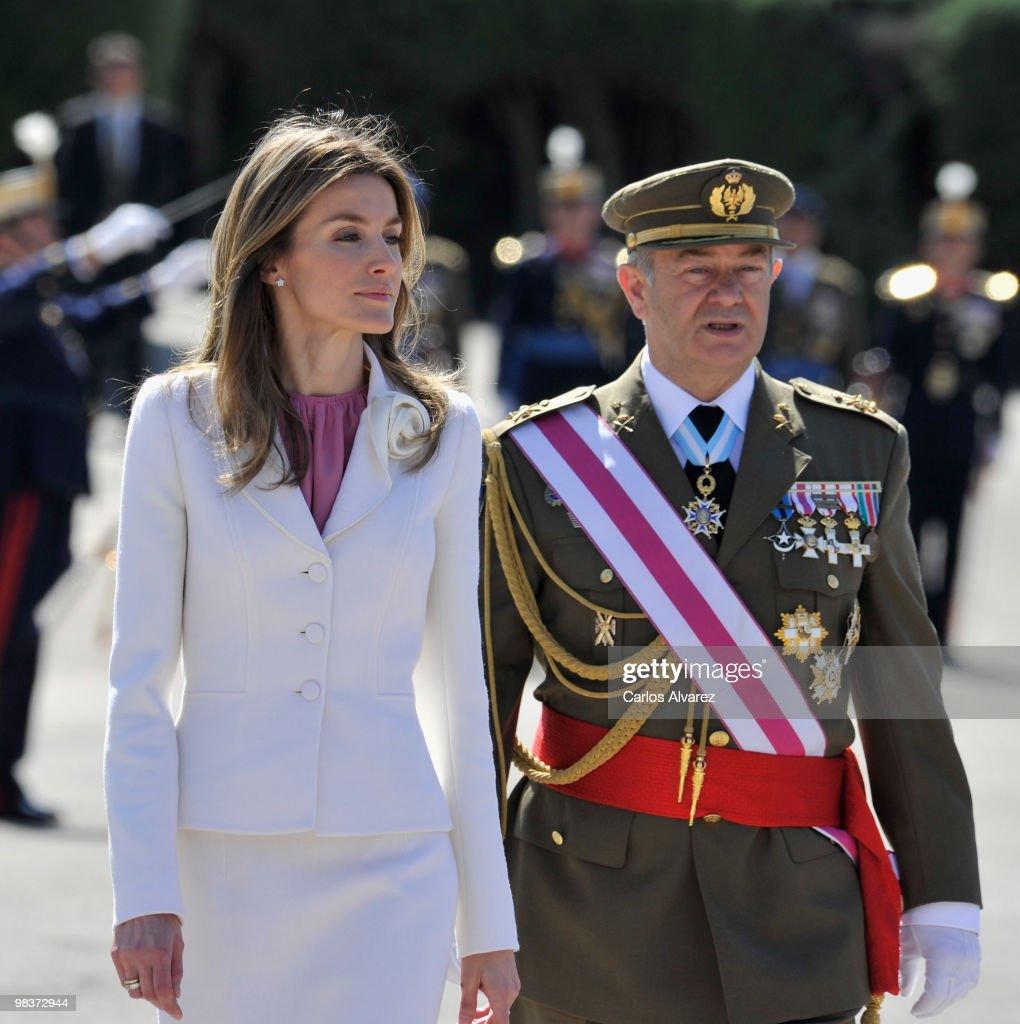 princess letizia of spain attends royal guards flag ceremony