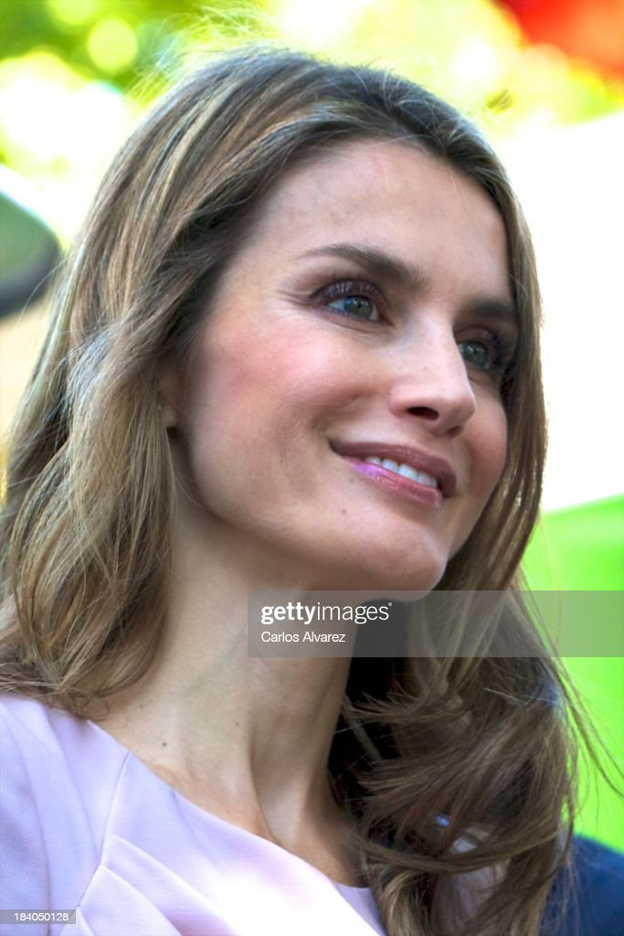 Princess <a gi-track='captionPersonalityLinkClicked' href=/galleries/search?phrase=Letizia+of+Spain&family=editorial&specificpeople=158373 ng-click='$event.stopPropagation()'>Letizia of Spain</a> attends the 'StartUp Competition' awards on October 11, 2013 in Madrid, Spain.