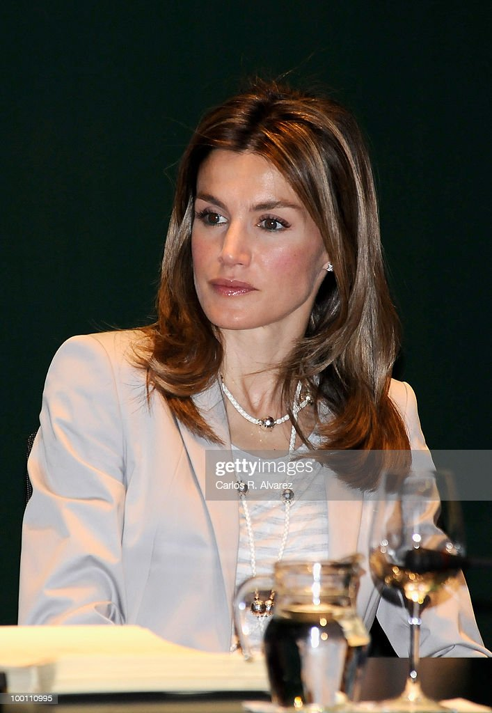Princess Letizia of Spain delivers Caja Madrid Post Grade Grants at the Reina Sofia museum on May 21, 2010 in Madrid, Spain.