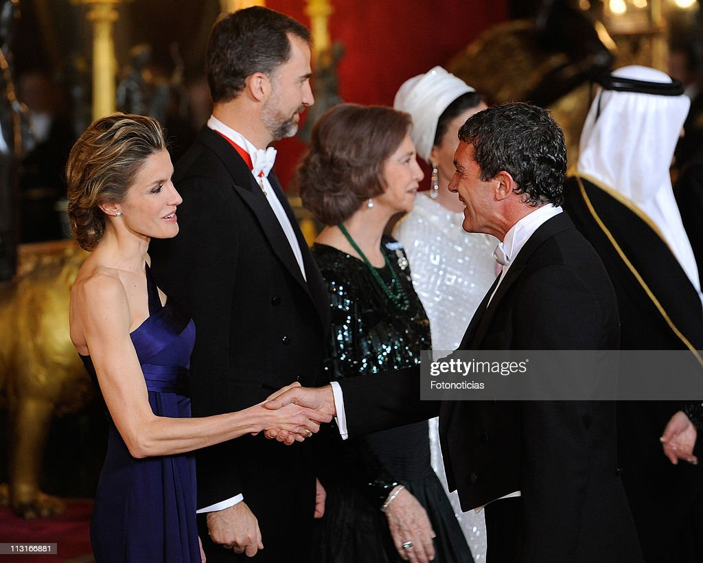 Princess Letizia of Spain (L), Prince Felipe of Spain (C) and Queen Sofia of Spain receive actor Antonio Banderas (R) at the Gala Dinner in honour of the Emir of the State of Qatar and Sheikha Mozah Bint Nasser at The Royal Palace on April 25, 2011 in Madrid, Spain.