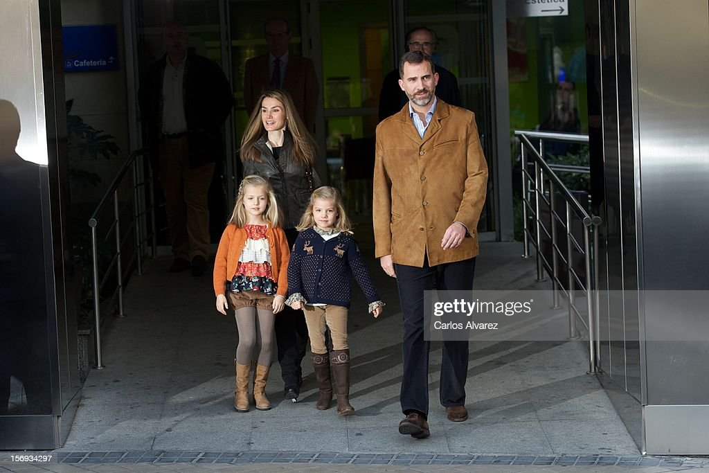Princess <a gi-track='captionPersonalityLinkClicked' href=/galleries/search?phrase=Letizia+of+Spain&family=editorial&specificpeople=158373 ng-click='$event.stopPropagation()'>Letizia of Spain</a>, Prince Felipe of Spain and their daughters Princess <a gi-track='captionPersonalityLinkClicked' href=/galleries/search?phrase=Leonor+-+Princess+of+Asturias&family=editorial&specificpeople=6328965 ng-click='$event.stopPropagation()'>Leonor</a> of Spain (L) and Princess Sofia of Spain (R) visit King Juan Carlos of Spain at USP San Jose Hospital on November 25, 2012 in Madrid, Spain. King Juan Carlos of Spain underwent an operation on his left hip.