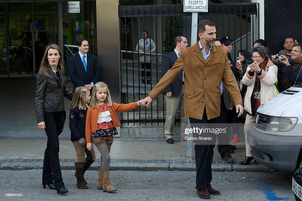Princess <a gi-track='captionPersonalityLinkClicked' href=/galleries/search?phrase=Letizia+of+Spain&family=editorial&specificpeople=158373 ng-click='$event.stopPropagation()'>Letizia of Spain</a>, Prince Felipe of Spain and their daughters Princess <a gi-track='captionPersonalityLinkClicked' href=/galleries/search?phrase=Leonor+-+Princess+of+Asturias&family=editorial&specificpeople=6328965 ng-click='$event.stopPropagation()'>Leonor</a> of Spain (R) and Princess Sofia of Spain (L) visit King Juan Carlos of Spain at USP San Jose Hospital on November 25, 2012 in Madrid, Spain. King Juan Carlos of Spain underwent an operation on his left hip.