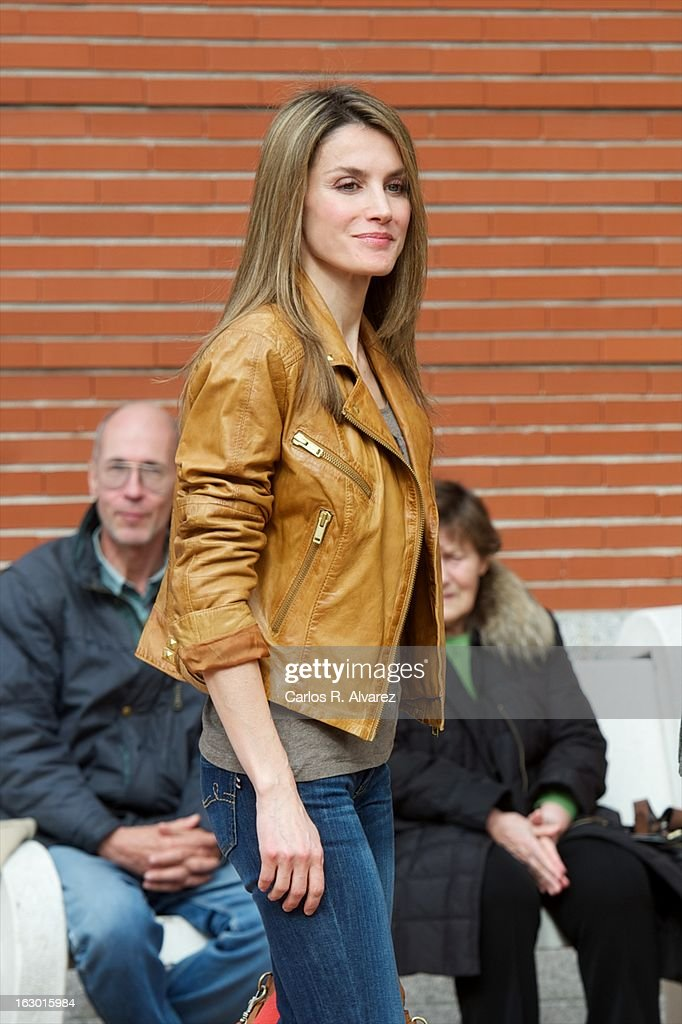 Princess <a gi-track='captionPersonalityLinkClicked' href=/galleries/search?phrase=Letizia+of+Spain&family=editorial&specificpeople=158373 ng-click='$event.stopPropagation()'>Letizia of Spain</a> visits King Juan Carlos of Spain at La Milagrosa Hospital on March 3, 2013 in Madrid, Spain. King Juan Carlos of Spain goes under surgery for a lower back disc hernia at La Milagrosa Hospital on March 3, 2013 in Madrid, Spain. He had hip surgery last November. The King has had several other health issues in the past two years, including knee surgery and the removal of a benign lung tumor.