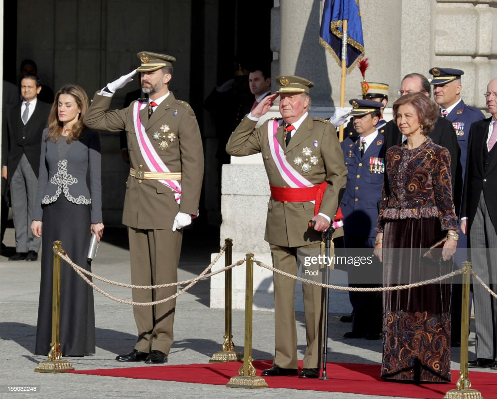 Princess Letizia Ortiz, Prince Felipe de Borbon, King <a gi-track='captionPersonalityLinkClicked' href=/galleries/search?phrase=Juan+Carlos+I&family=editorial&specificpeople=159452 ng-click='$event.stopPropagation()'>Juan Carlos I</a> and <a gi-track='captionPersonalityLinkClicked' href=/galleries/search?phrase=Queen+Sofia+of+Spain&family=editorial&specificpeople=160333 ng-click='$event.stopPropagation()'>Queen Sofia of Spain</a> attend the new year's military parade at the Royal Palace on January 6, 2013 in Madrid, Spain.
