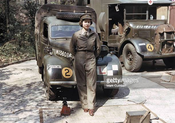 'Princess Liz In 1945'The Queen At The Opening Of The Women And War Exhibition At London'S Imperial War Museum She Was Reunited With A Group Of...