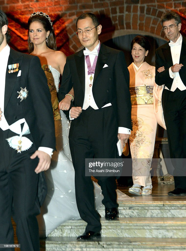 <a gi-track='captionPersonalityLinkClicked' href=/galleries/search?phrase=Princess+Madeleine+of+Sweden&family=editorial&specificpeople=160243 ng-click='$event.stopPropagation()'>Princess Madeleine of Sweden</a> is escorted by Nobel Prize in Medicine laureate <a gi-track='captionPersonalityLinkClicked' href=/galleries/search?phrase=Shinya+Yamanaka&family=editorial&specificpeople=4810477 ng-click='$event.stopPropagation()'>Shinya Yamanaka</a> while his wife Chika Yamanaka is escorted by Nobel Prize in Chemistry <a gi-track='captionPersonalityLinkClicked' href=/galleries/search?phrase=Robert+Lefkowitz&family=editorial&specificpeople=5544453 ng-click='$event.stopPropagation()'>Robert Lefkowitz</a> of United States to the Nobel Banquet at Town Hall on December 10, 2012 in Stockholm, Sweden.