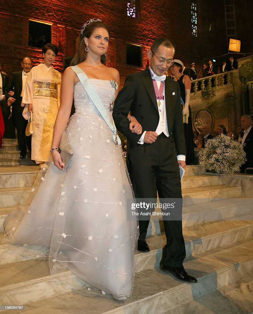 <a gi-track='captionPersonalityLinkClicked' href=/galleries/search?phrase=Princess+Madeleine+of+Sweden&family=editorial&specificpeople=160243 ng-click='$event.stopPropagation()'>Princess Madeleine of Sweden</a> is escorted by Nobel Prize in Medicine laureate <a gi-track='captionPersonalityLinkClicked' href=/galleries/search?phrase=Shinya+Yamanaka&family=editorial&specificpeople=4810477 ng-click='$event.stopPropagation()'>Shinya Yamanaka</a> to the Nobel Banquet at Town Hall on December 10, 2012 in Stockholm, Sweden.
