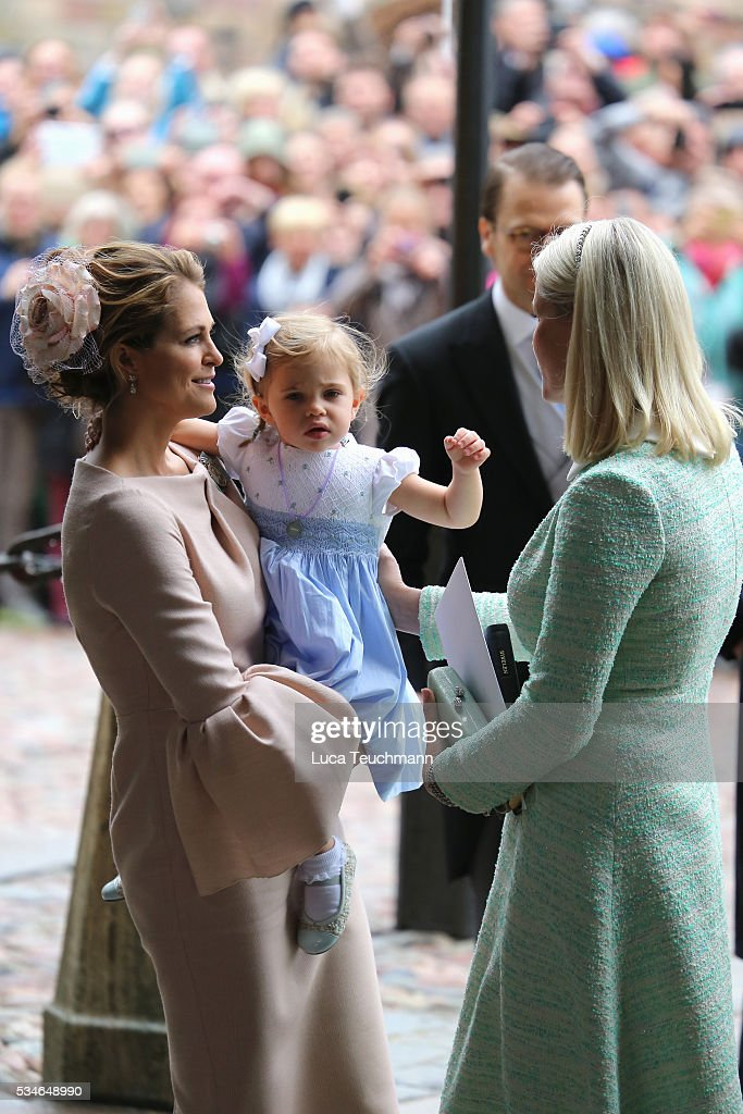 <a gi-track='captionPersonalityLinkClicked' href=/galleries/search?phrase=Princess+Madeleine+of+Sweden&family=editorial&specificpeople=160243 ng-click='$event.stopPropagation()'>Princess Madeleine of Sweden</a>, Princess Leonore of Sweden and <a gi-track='captionPersonalityLinkClicked' href=/galleries/search?phrase=Crown+Princess+Mette-Marit&family=editorial&specificpeople=171288 ng-click='$event.stopPropagation()'>Crown Princess Mette-Marit</a> of Norway are seen at Drottningholm Palace for the Christening of Prince Oscar of Sweden on May 27, 2016 in Stockholm, Sweden.
