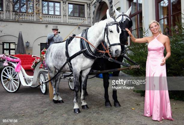 Princess Maja von Hohenzollern pets a horse during the premiere of the Disney film 'Kiss the frog' on November 29 2009 in Munich Germany